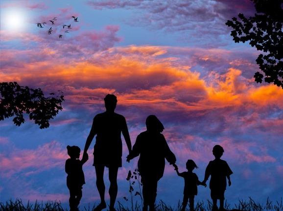 famille en contre jour